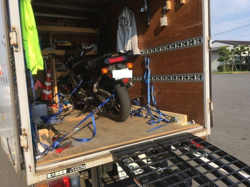 バイクをトラック搭載
